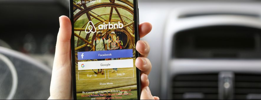 Airbnb opens up its platform to hotels.